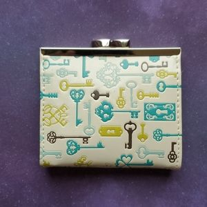 NWT Cream Coin Purse-Skeleton Key Kiss Lock Wallet